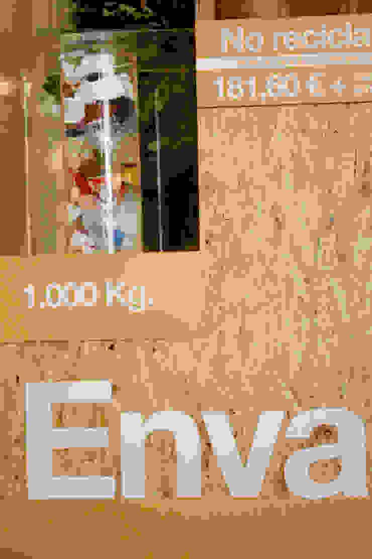 Exposición itinerante. <q>Los Peldaños del Reciclaje</q> Diseño de ferias de estilo industrial de ALBERT SALVIA dissenyador d'interiors Industrial