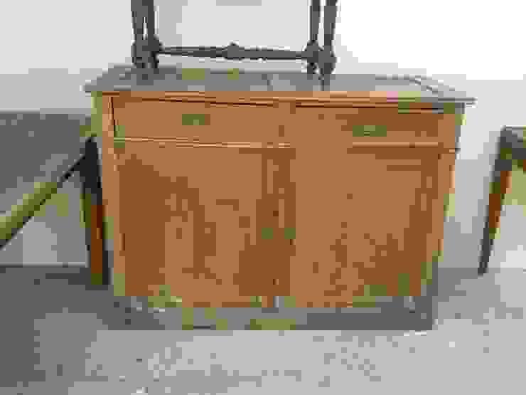El mueble en un mercado de antiguedades de Atmospherabcn Rústico