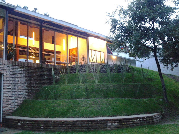 Jardin de style  par CESAR MONCADA S, Moderne