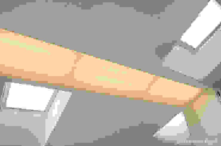 luce Case in stile minimalista di moovdesign Minimalista