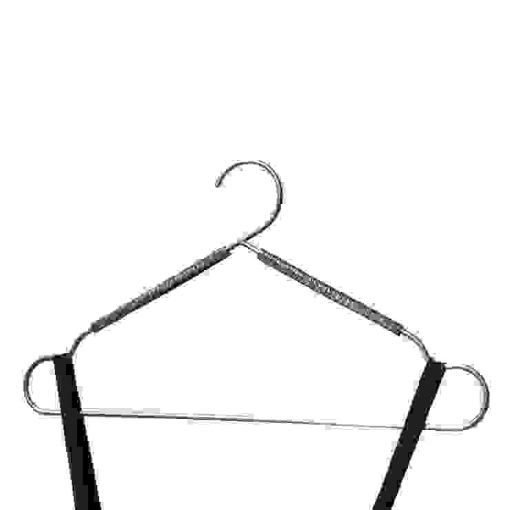 FRAME, collezione di grucce di Insilvis Divergent Thinking Minimalista
