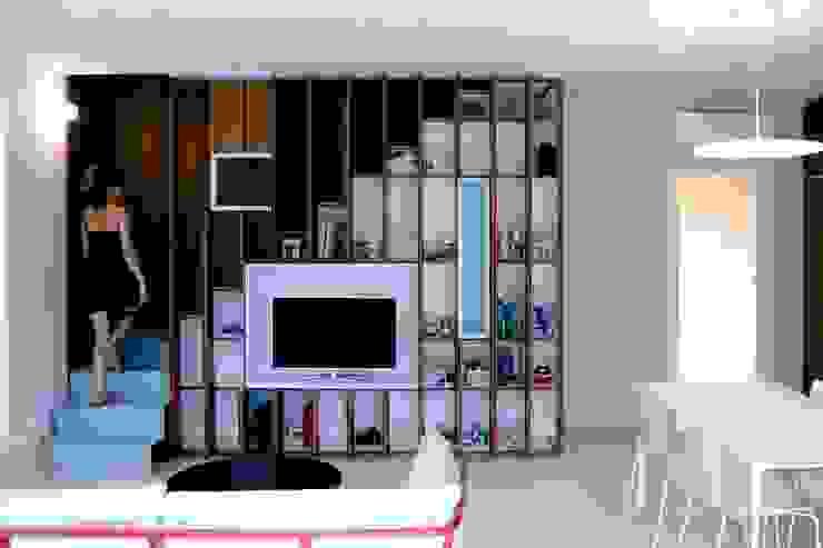 现代客厅設計點子、靈感 & 圖片 根據 Angeli - Brucoli Architetti 現代風