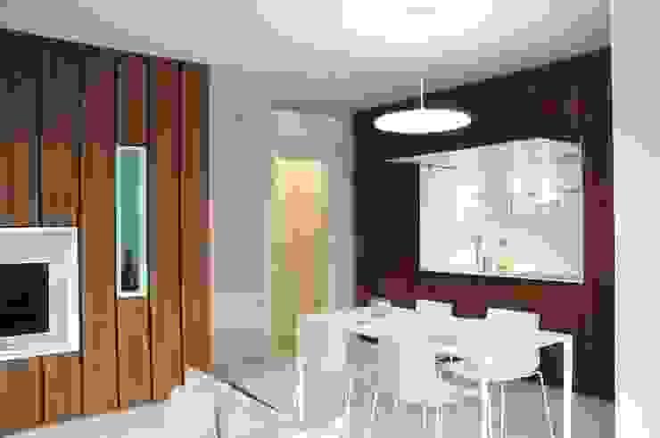Casa BT.BM Sala da pranzo moderna di Angeli - Brucoli Architetti Moderno