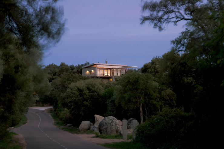 Rumah oleh Vezzoni Associés