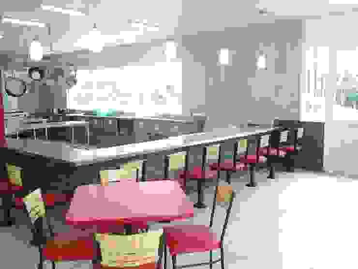 área para comensales Gastronomía de estilo moderno de CESAR MONCADA SALAZAR (L2M ARQUITECTOS S DE RL DE CV) Moderno