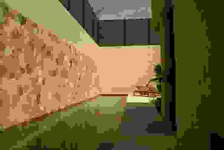 K House Jardines minimalistas de arqflores / architect Minimalista