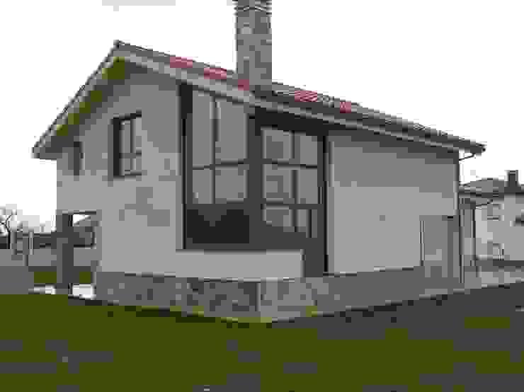 by Agora Arquitectos