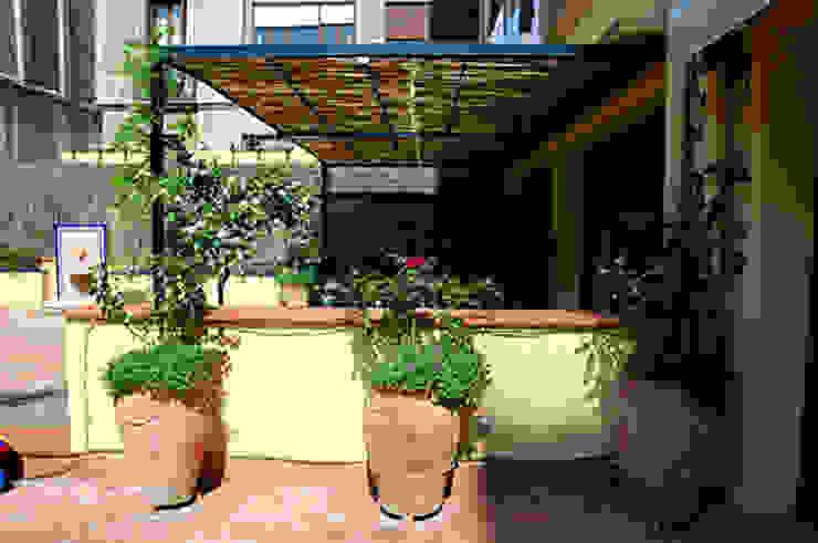 Vivienda en Pº San Juan Casas de estilo moderno de Mariona Soler Moderno