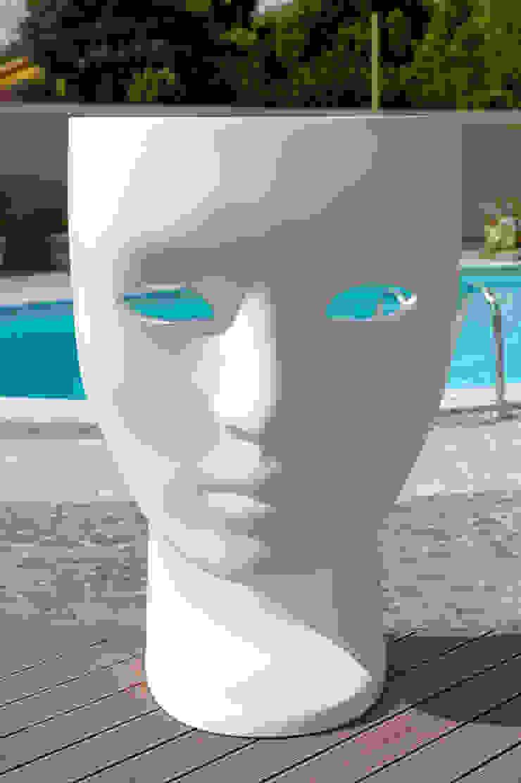 villa monofamiliare con piscina di architecture and design