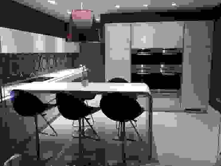 MR & MRS SCOTT'S KITCHEN Modern kitchen by Diane Berry Kitchens Modern