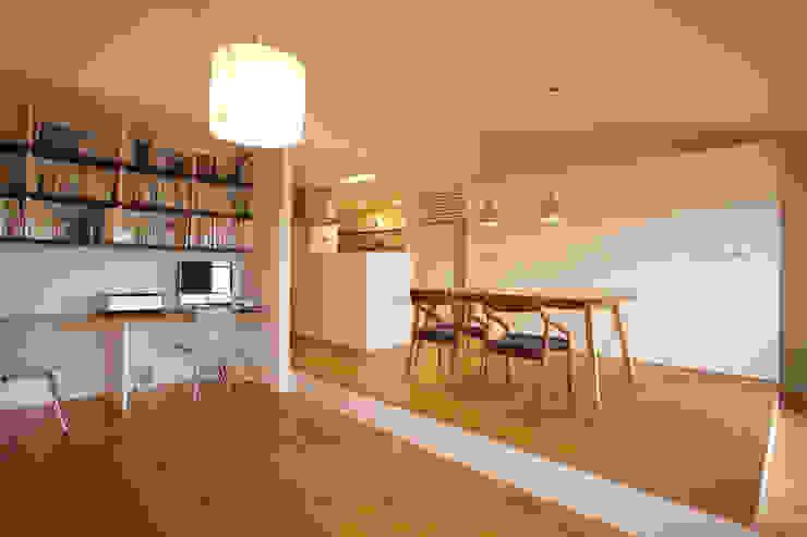 Salon minimaliste par ニュートラル建築設計事務所 Minimaliste