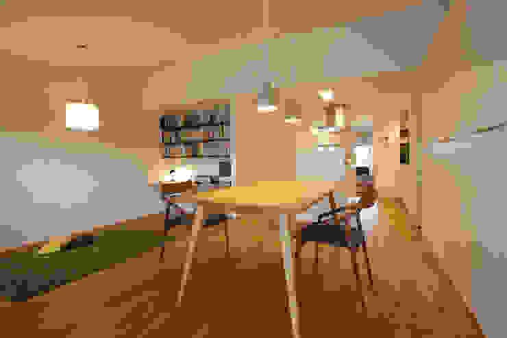 Minimalist dining room by ニュートラル建築設計事務所 Minimalist