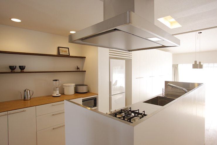 Cuisine minimaliste par ニュートラル建築設計事務所 Minimaliste