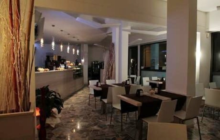 City coffee and food Gastronomia in stile moderno di Masi Interior Design di Masiero Matteo Moderno