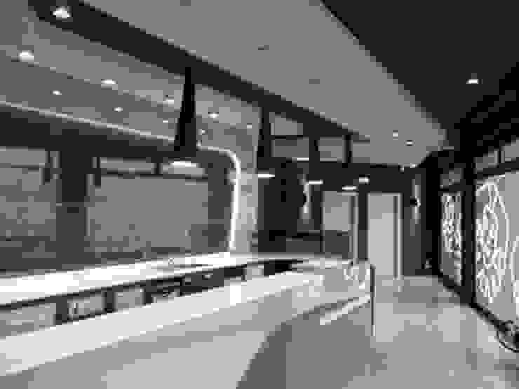 Lounge bar Empire Gastronomia in stile moderno di Masi Interior Design di Masiero Matteo Moderno