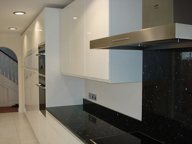 Handleless Kitchen Rugby: modern  by The Leicester Kitchen Co, Modern