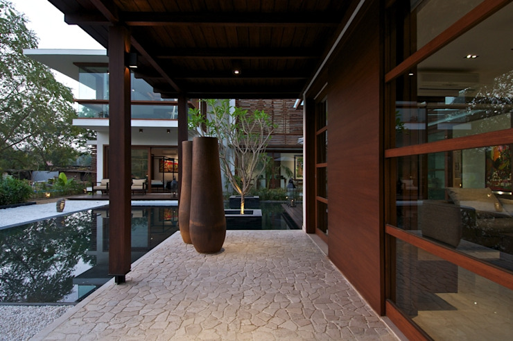 The Courtyard House: modern  by Hiren Patel Architects, Modern