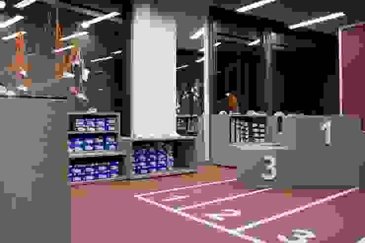 shoeshop kids Negozi & Locali commerciali moderni di Ego Vitaminacreativa Moderno