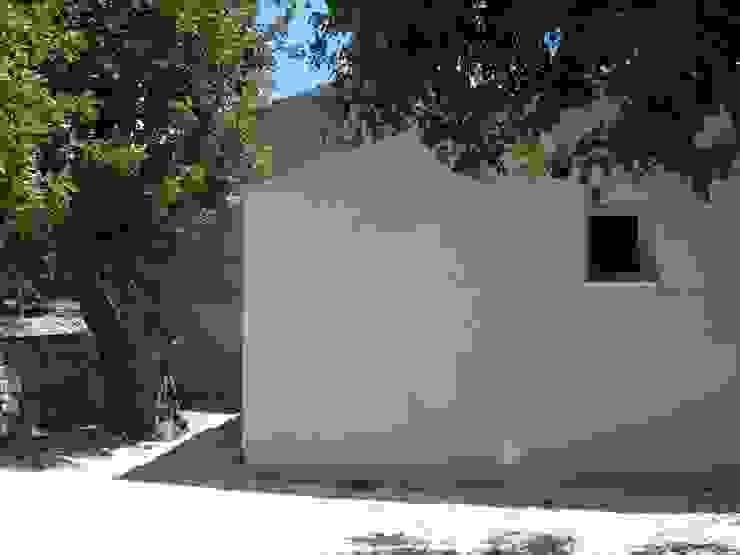 Piccola casa nella campagna iblea di Piero Cavallo Architetto Minimalista