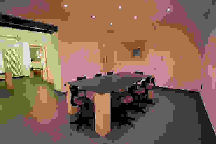 B.E.Ar. Progetti Headquarter Studio minimalista di BEARprogetti - Architetto Enrico Bellotti Minimalista