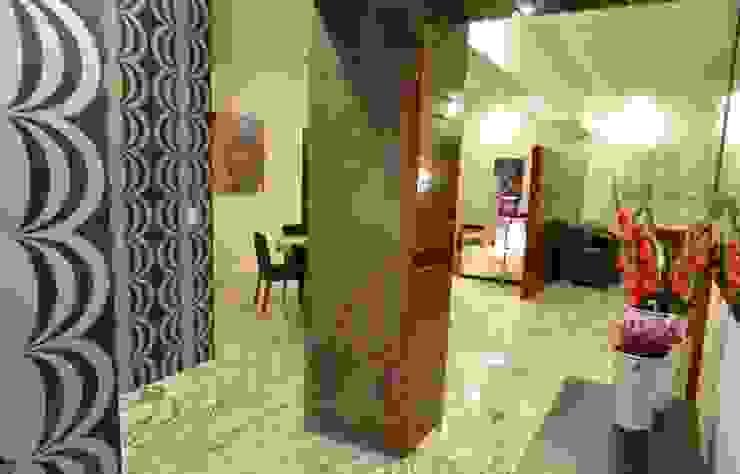 PHM 05 Pasillos, vestíbulos y escaleras modernos de NIVEL TRES ARQUITECTURA Moderno
