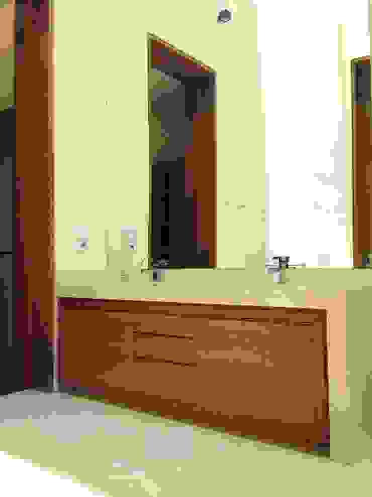 Casa en El Pedregal Baños modernos de Revah Arqs Moderno