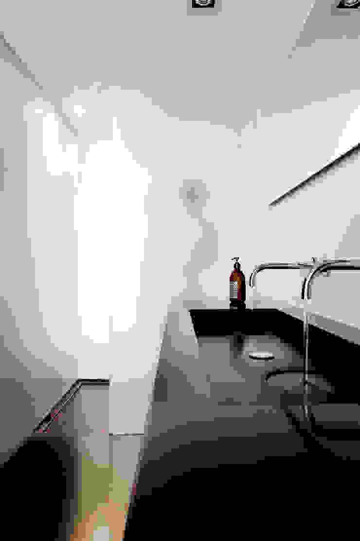 appartement B Baños de estilo minimalista de atelier d'architecture Yvann Pluskwa Minimalista