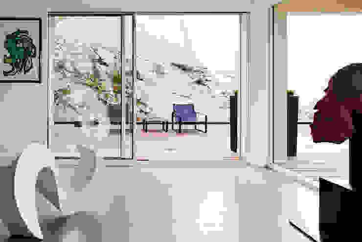 appartement B Balcones y terrazas de estilo minimalista de atelier d'architecture Yvann Pluskwa Minimalista