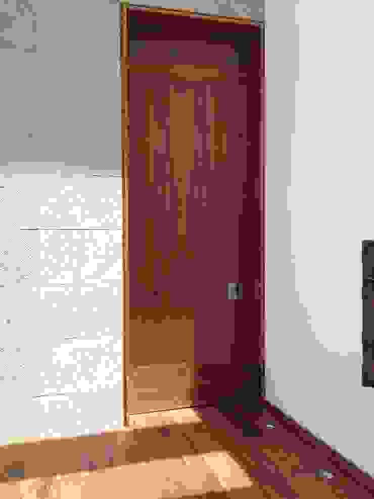 Casa en El Pedregal Pasillos, vestíbulos y escaleras modernos de Revah Arqs Moderno