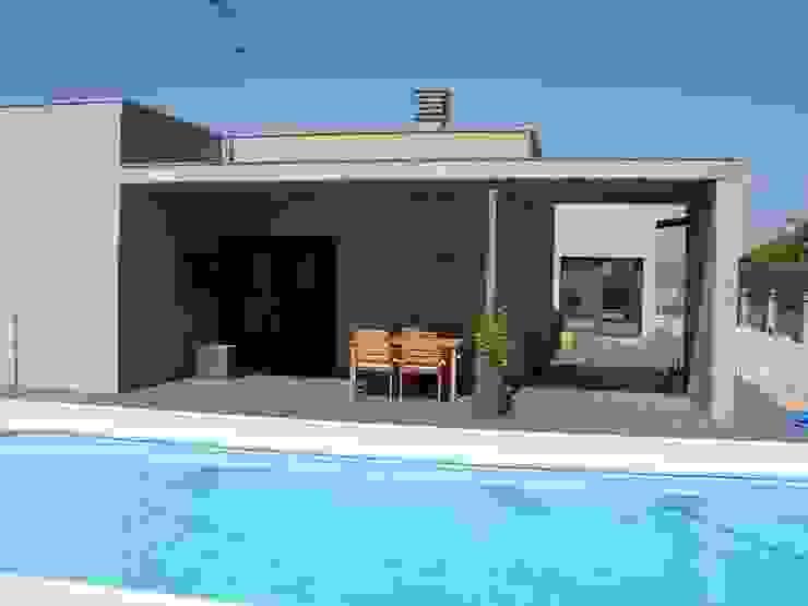 vivienda unifamiliar aislada Casas de estilo moderno de jacint alsina despatx d'arquitectura Moderno