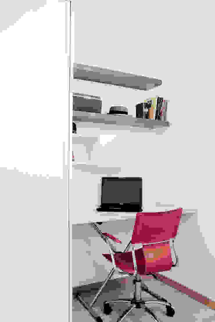 Estudios y despachos de estilo moderno de Grazia Architecture Moderno