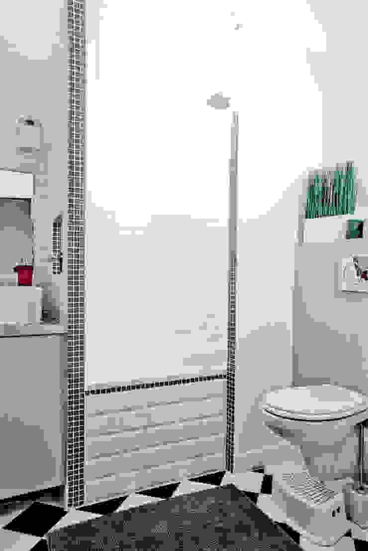 Baños de estilo moderno de Grazia Architecture Moderno