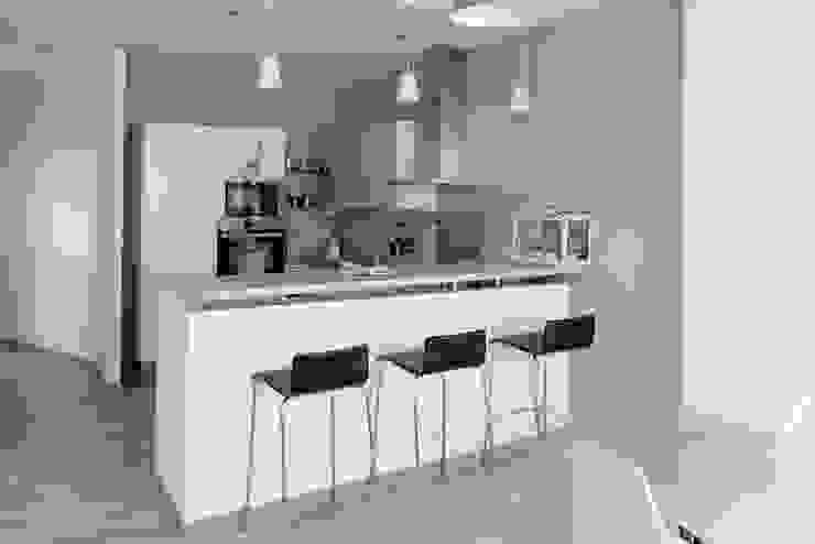 Cocinas de estilo moderno de Grazia Architecture Moderno