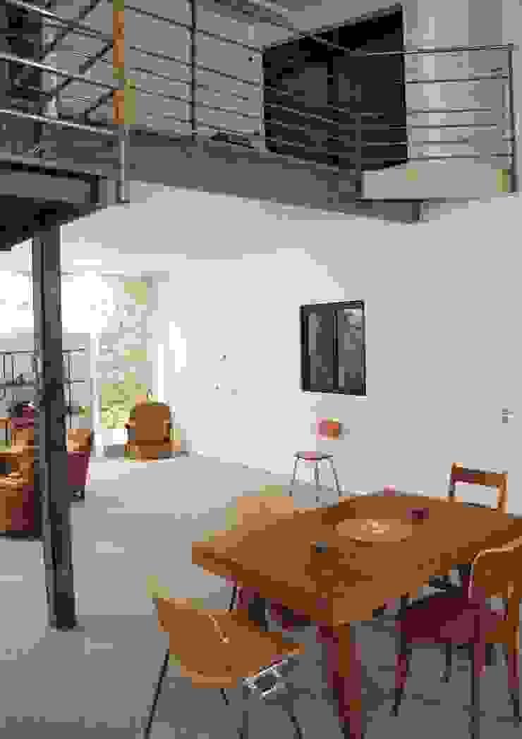 Rénovation Loft Montreuil. François Corvi Architecture www.corvi-architecte.com Salle à manger industrielle par Grazia Architecture Industriel