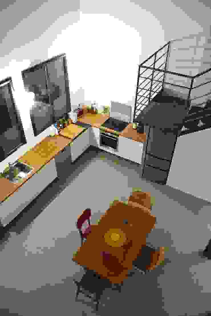 Rénovation Loft Montreuil. François Corvi Architecture www.corvi-architecte.com Cuisine industrielle par Grazia Architecture Industriel