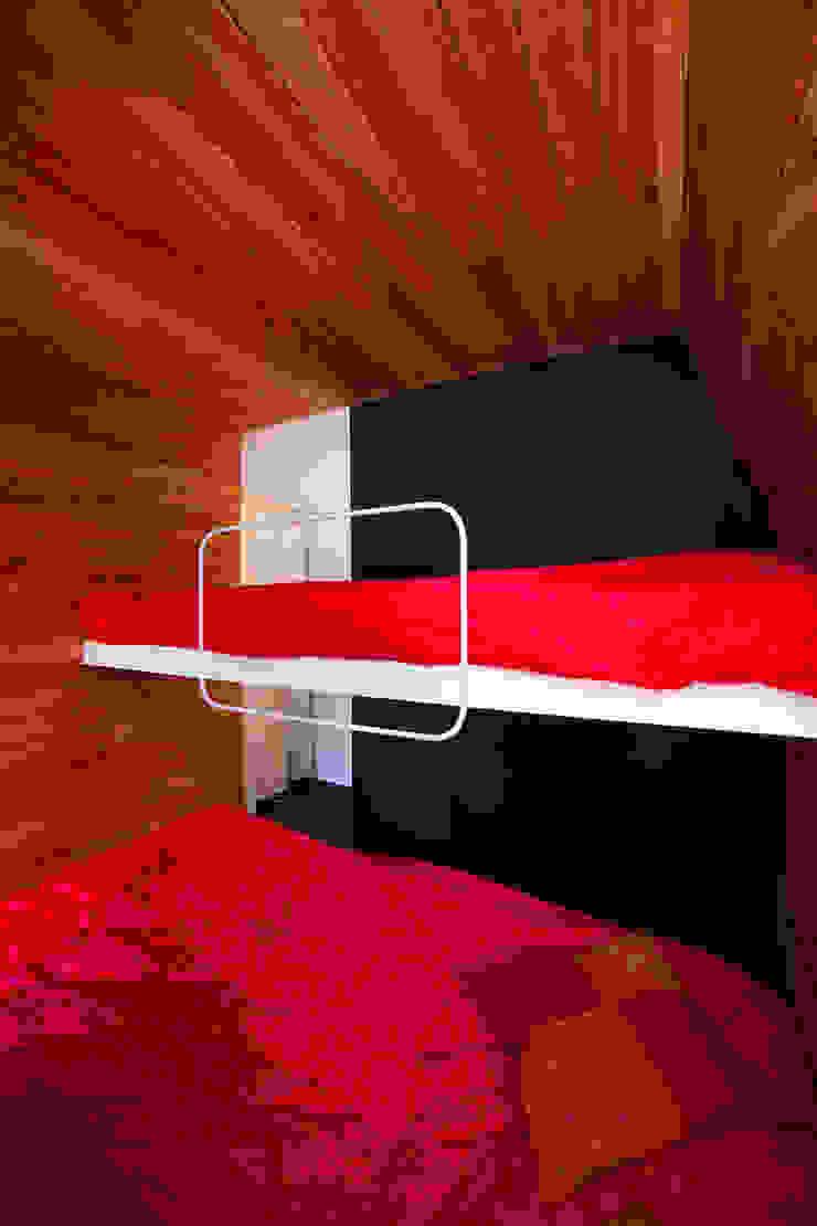 Minimalist house by Beriot, Bernardini arquitectos Minimalist