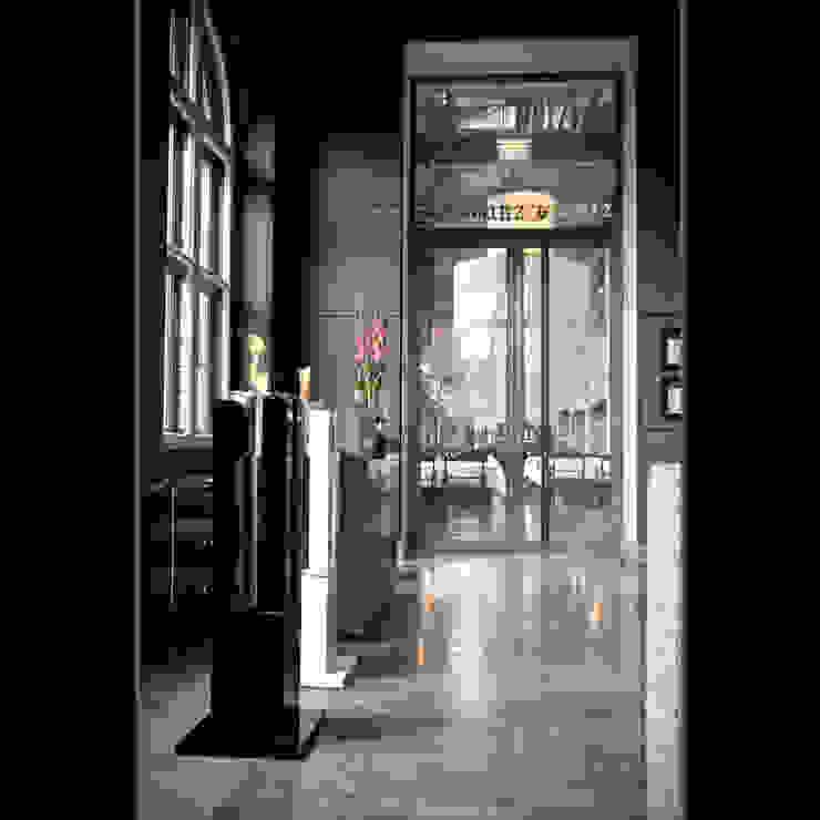 Eingangsbereich Restaurant Luxushotel: modern  von Cult Fire International Sales GmbH,Modern