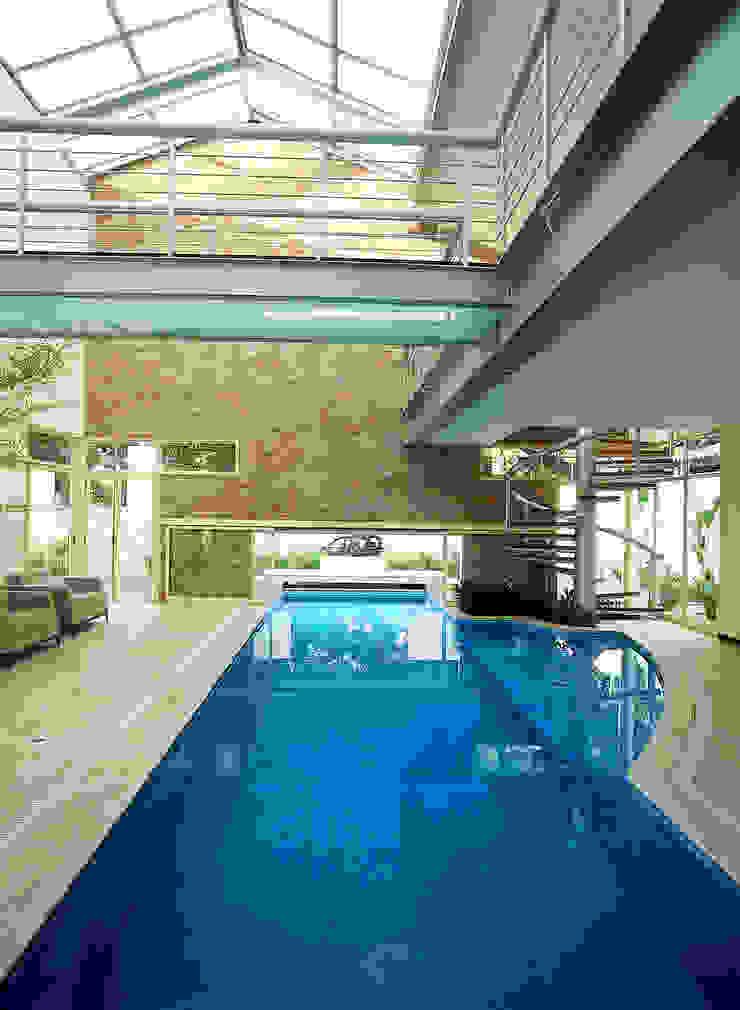 Casa da Piscina Piscinas por Betty Birger Arquitetura & Design