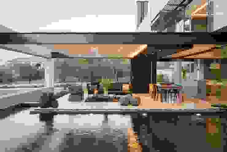 บ้านและที่อยู่อาศัย โดย Nico Van Der Meulen Architects , โมเดิร์น