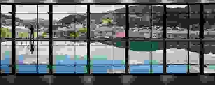 CENTRO DEPORTIVO en Aretxabaleta Gimnasios domésticos de estilo moderno de asieracuriola arquitectos en San Sebastian Moderno