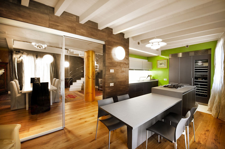 Area pranzo cucina Case moderne di SANTACROCEARCHITETTI Moderno