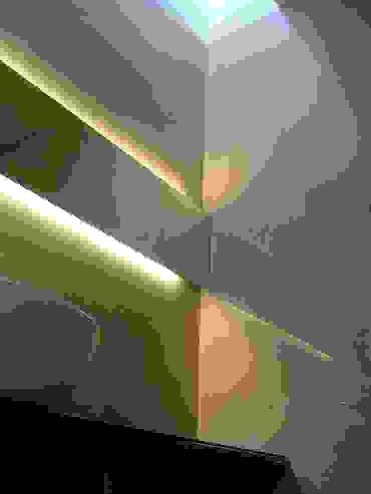 NUÑO ARQUITECTURA Minimalist style bathroom Stone Beige