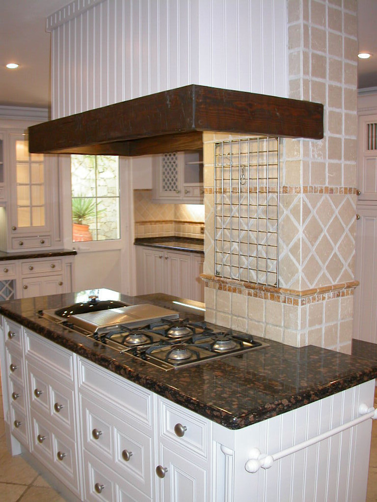 Cozinha Pintada por Propaint Lda