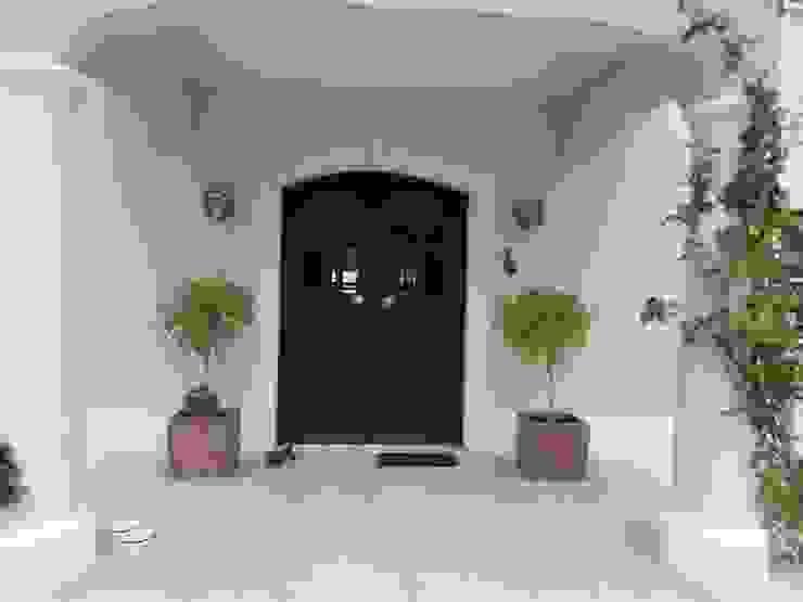 Villa Exterior por Propaint Lda
