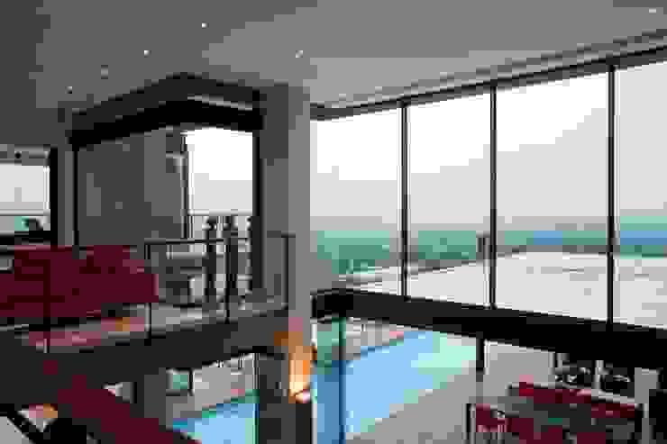 House Lam Modern pool by Nico Van Der Meulen Architects Modern