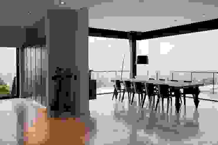 House Lam Modern dining room by Nico Van Der Meulen Architects Modern
