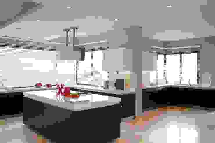 House Lam Modern kitchen by Nico Van Der Meulen Architects Modern
