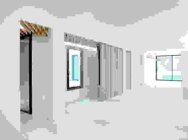 Modern Living Room by Schneider Colao design Modern