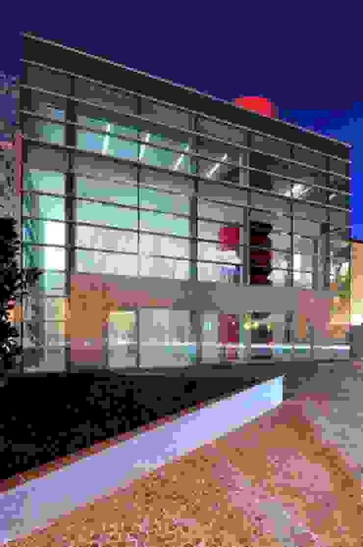 Lainate Urban Center Da un vecchio cinema nasce un nuovo centro culturale e polifunzionale. Negozi & Locali commerciali moderni di GaS Studio Moderno