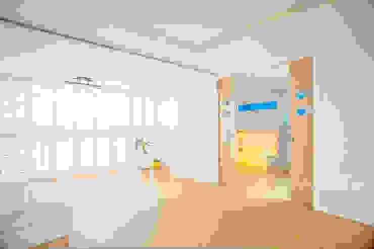 퍼스트애비뉴 Salas de estar modernas